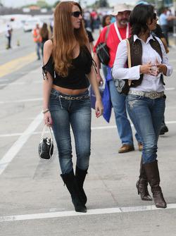 Girls in the pitlane