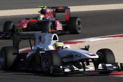 Pedro de la Rosa, BMW Sauber F1 Team leads Jaime Alguersuari, Scuderia Toro Rosso