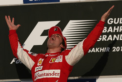 Podium: race winner Fernando Alonso, Scuderia Ferrari celebrates