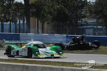 Massive crash for #37 Intersport Racing Lola B06/10 AER: Jon Field, Clint Field