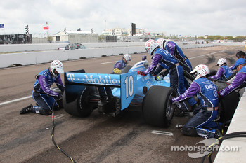 Pit stop for Dario Franchitti, Target Chip Ganassi Racing