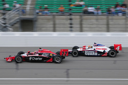 Justin Wilson, Dreyer and Reinbold Racing leads Dan Wheldon, Panther Racing