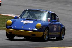 66 Porsche 911: Lee Giannone