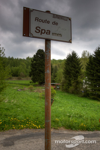 Tour of the old Spa Francorchamps track: road sign in Burnenville curve