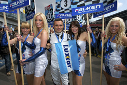 The charming grid girls with a lucky driver