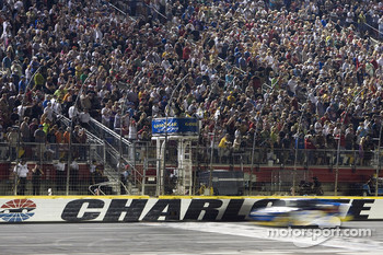 Kurt Busch, Penske Racing Dodge takes the checkered flag