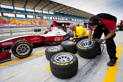 Alexander Rossi and a Pirelli technician