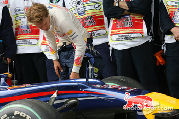Sebastian Vettel, Red Bull Racing looks at his brakes