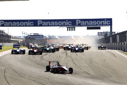 Esteban Gutierrez leads James Jakes, Felipe Guimaraes and the field at the start of the race