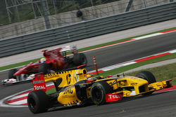 Robert Kubica, Renault F1 Team leads Felipe Massa, Scuderia Ferrari