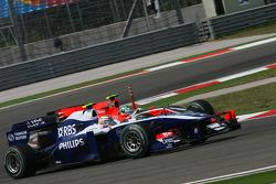 Nico Hulkenberg, Williams F1 Team and Lucas di Grassi, Virgin Racing