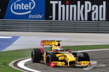 Vitaly Petrov, Renault F1 Team with a puncture