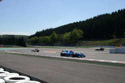 End of 1st lap: #2 Marijn van Kalmthout, Benetton B197 F1 and #3 Klaas Zwart, Ascari Benetton B197 F1