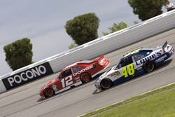 Brad Keselowski, Penske Racing Dodge and Jimmie Johnson, Hendrick Motorsports Chevrolet