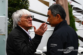 Bernie Ecclestone and  Hirohide Hamashima, Head of Bridgestone Tyre Development