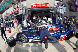 Pit stop for #1 Team Peugeot Total Peugeot 908: Alexander Wurz, Marc Gene, Anthony Davidson
