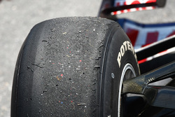 Worn tyres on Sebastian Vettel, Red Bull Racing