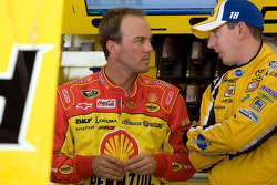 Kevin Harvick, Richard Childress Racing Chevrolet and Kyle Busch, Joe Gibbs Racing Toyota