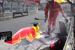 Max Verstappen, Red Bull Racing RB12 crashed during qualifying
