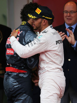 Race winner Lewis Hamilton, Mercedes AMG F1 celebrates on the podium with second placed Daniel Ricciardo, Red Bull Racing