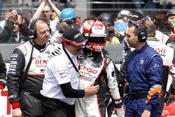 #5 Toyota Racing Toyota TS050 Hybrid: Kazuki Nakajima with Rob Leupen, Toyota Motorsport after the checkered flag