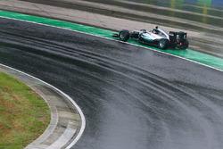 Nico Rosberg, Mercedes AMG F1 W07 Hybrid runs wide