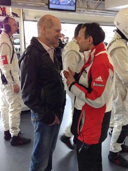 Adrian Newey from Red Bull in the Porsche pit box - picture by Mark Webber