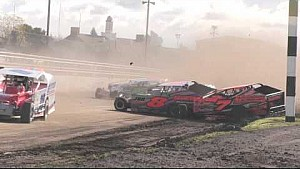 Massive wreck at Super Dirt Week modified event
