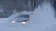 Ein Rallye-Fahrer beim Schneepflügen