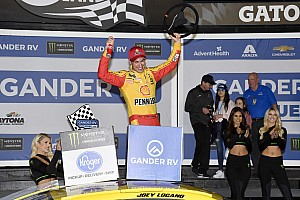 Joey Logano uses last-lap pass to win second Duel at Daytona