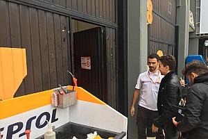 Lorenzo toma posesión en el box de Honda