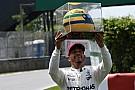 Hamilton recibió un casco de su ídolo Senna