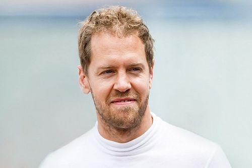 Vettel, Aston Martin fabrikasına ilk ziyaretini yaptı!