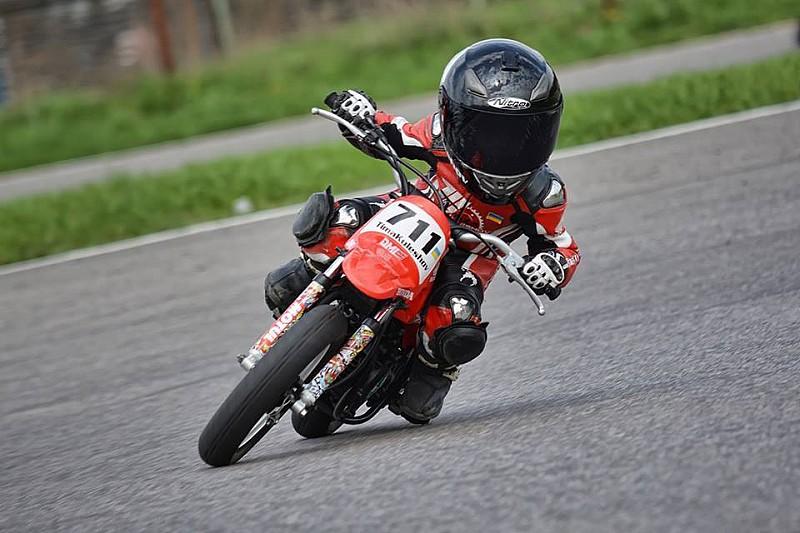 Відео: перші мотоперегони сезону пятирічного Тимура Кулєшова