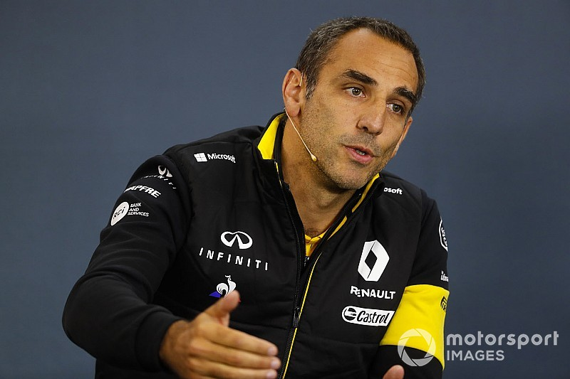 """Renault dient Verstappen van repliek: """"Max moet focussen op eigen auto"""""""