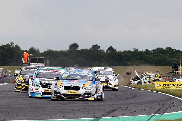 Drivers penalised for Snetterton camera gantry crash