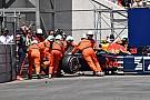 Fotogallery: la RB14 di Verstappen viene recuperata dopo il crash
