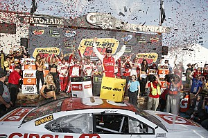 NASCAR Cup Race report Kenseth takes emotional Phoenix win after dramatic battle