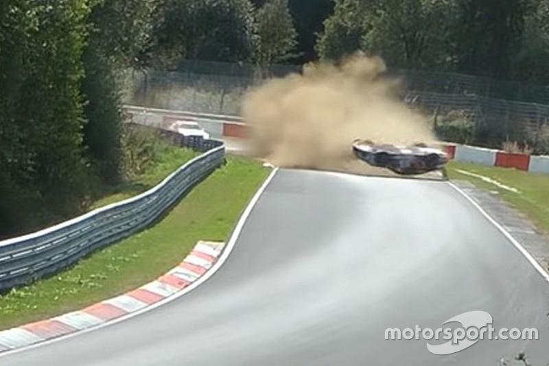 VÍDEO: Piloto escapa ileso de acidente impressionante em Nurburgring