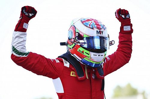 Barcelona F3: Caldwell ganó la carrera 2 tras lío de los líderes