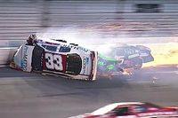 Массовая авария в «Дайтоне» закончилась травмой гонщика