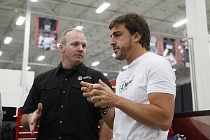 Alonso megcélozza az autósport szinte elérhetetlen mesterhármasát