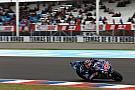 Viñales y Márquez lideran una rara FP2
