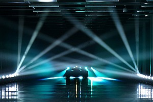 梅赛德斯定于2月13日为新车W10揭幕