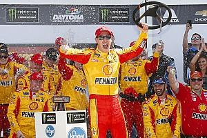 NASCAR Cup Отчет о гонке Гонка NASCAR закончилась столкновением лидеров на последнем круге