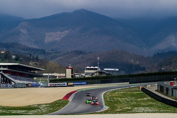 V8 Racing Renault RS01 FGT3 wins the 12 Hours of Italy