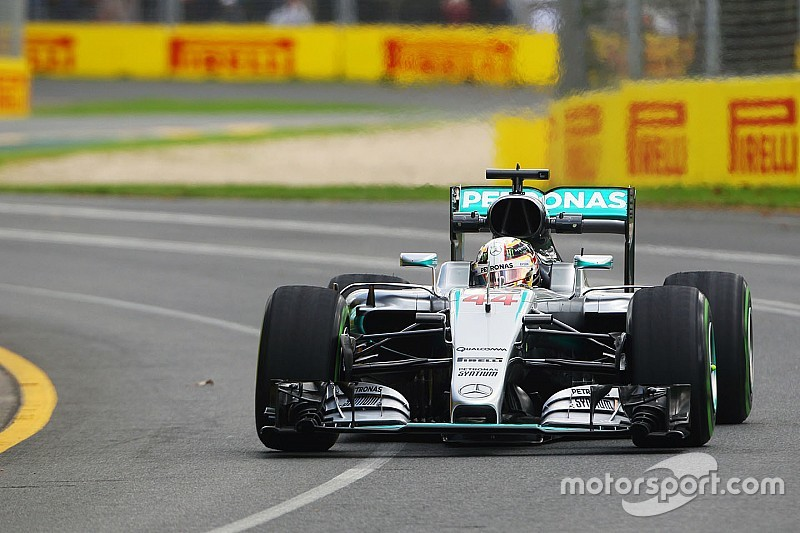 Australian GP: Hamilton stays on top in FP2 as Rosberg crashes