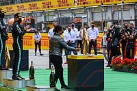 Vídeo F1: la curiosa entrega de trofeos durante la COVID-19