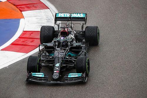 """Wolff: Mercedes was """"vastberaden"""" om Hamilton op inters te zetten"""