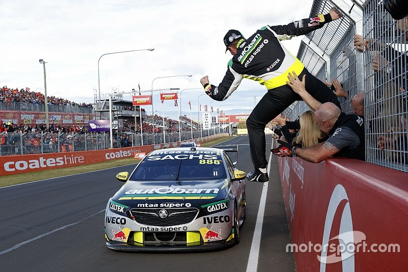 Bathurst 1000: Lowndes/Richards win, cramps deny Reynolds